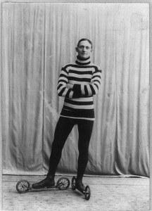 Roller_skating_c_1905